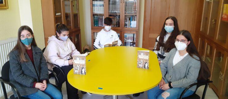 Club de lectura adultos  – Biblioteca / EDLG