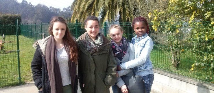 Prácticas de chicas francesas en el cole