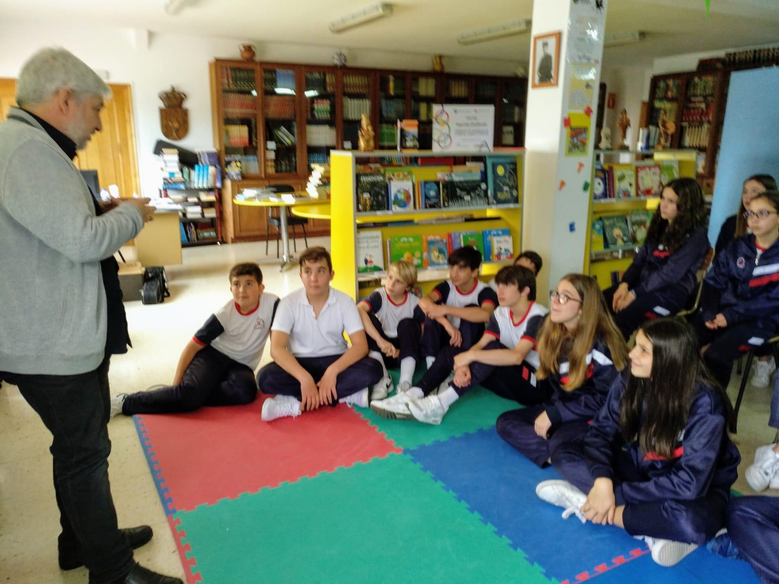 Fran Alonso, autor de Cidades, co alumnado de 1º e 2º ESO